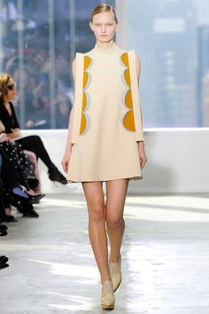 The complete Delpozo Fall 2014 Ready-to-Wear fashion show now on Vogue Runway. Style Haute Couture, Couture Fashion, Runway Fashion, Fashion Week, High Fashion, Fashion Show, Fashion Design, Fashion Trends, Fashion Fashion