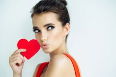"""Get your last minute #ValentinesDay #glow today! We are still accepting appointments. Don't forget to mention """"Got to get a Gotham Glow"""" at check out for $10.00 off a full body tan. Expires 2/14. #HappyValentinesDay #BeMine #Airbrushtan #NYC #BeMyValentine #Spraytan #Heart #love #style #kiss"""