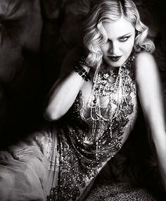 Madonna. Con un guiño al glamour de otra época, Madonna da la patada inicial de una temporada absolutamente moderna.