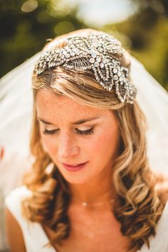 Wedding accessories. Bridal hair piece. Veil. Image by Chris Barber