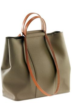 Handbags & Wallets - Hermès Cabag - simple yet understated bag for both men and women, I like! =): Women's Handbags & Wallets - - How should we combine handbags and wallets? Tote Handbags, Purses And Handbags, Leather Handbags, Leather Bag, Ladies Handbags, Sacs Tote Bags, Hermes Bags, Mode Style, Beautiful Bags