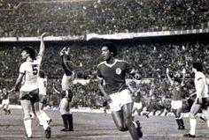 Shéu, depois de marcar o golo do Benfica, durante a 2ª mão da final da Taça UEFA, 1982/83