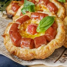 Appetizer Recipes Discover Wiener Flower Pie Sadly wieners dont grow on trees. If they did though theyd sprout flowers like these! Good Food, Yummy Food, Tasty, Healthy Food, Hot Dog Recipes, Creative Food, Appetizer Recipes, Salad Recipes, Cheese Recipes