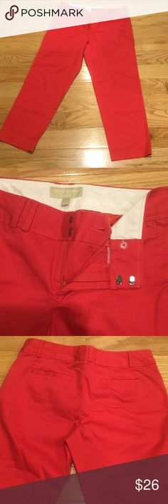 Banana Republic red capris pants, like NEW! Banana Republic red Capri pants. Like brand new condition - truly!! Hook and eye closure. Fast shipping. 📫 I have all 5-star reviews. 😊 you won't regret them❣ Banana Republic Pants Capris