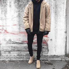 Game of tones  @simple.fits @backtominimal . . ◾️ Sherpa Jacket #vintage ◾️ Hoodie @representclo ◾️ Jeans @review4fashion ◾️ Chelsea Boots @zign