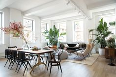 Sweetgreen cofounders Jonathan Neman and Nathaniel Ru have bases in D.C., Los Angeles, and New York. But when it came to their SoHo loft, they had yet to make it feel like a home. While they had some of the foundational pieces, they needed help bringing everything to the next level. Homepolish cofounder Noa Santos cooked up a cool space perfect for two bachelors who love music, cooking, and entertaining.