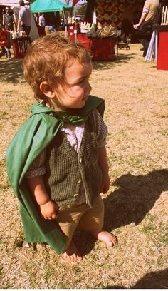 favorite kids costume - Hobbit Too freakin cute! I'm gonna make Annika a hobbit for Halloween whether her parents like it or not lol! Source by Dresses Costume Halloween, Halloween Diy, Toddler Halloween, Halloween Halloween, Vintage Halloween, Halloween Makeup, Toddler Costumes, Baby Costumes, Children Costumes