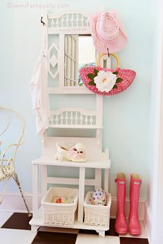 House of Turquoise: Jennifer Hayslip.  #entry #hall #interior #decor #retro #vintage #shabby #chic #pink #aqua