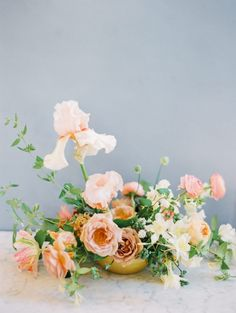 Wedding florals with the prettiest combination of peach hues!