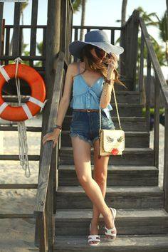 All denim outfit in Punta Cana, wearing high waist shorts and a cute top. Accessories with a big hat, Melissa sandals and a lovely bag.