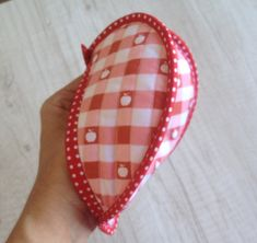 IMG_0081 Easy Sewing Projects, Diy Projects To Try, Tutorial Diy, Hot Pads, Pot Holders, Needlework, Diy And Crafts, Sewing Patterns, Coin Purse