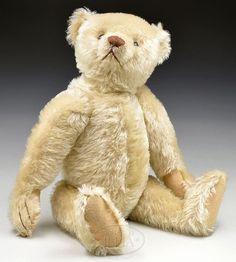 Old Teddy Bears, Antique Teddy Bears, Steiff Teddy Bear, Teddy Bear Toys, Love Bear, Plush Animals, Old Toys, Thing 1, Brown Bear