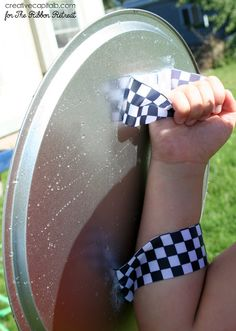 Need protection from a water fight? With a little bit of ribbon & a pizza pan, your water fights will be better than ever with these water fight shields! Water Balloon Fight, Water Fight, Water Balloons, Water Birthday Parties, Birthday Fun, Birthday Ideas, Nerf Party, Party Party, Party Games