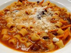 pasta e fagioli.. In Nonnis day they called this dish A Depression special...its a huge staple in our home during fall and winter and very economical to make. I dont use diced tomatoes. I learned by saute garlic and tomato paste . Italian Pasta, Italian Cooking, Italian Dishes, Italian Stew, Cannoli, Food Dishes, Pasta Dishes, Pasta Recipes, Soup Recipes