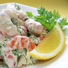 «Салат из креветок  Ингредиенты:  креветки (вареные и очищенные) – 500 гр.  крабовые палочки – 200 гр.  огурец – 2 шт.  зеленый салат – 1 пучок.  помидоры…»