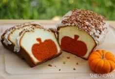 Halloween Breakfast Idea: Peek-a-boo pumpkin pound cake! | #fall #autumn #halloween #treats