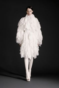 Gareth Pugh Spring/Summer 2015 Ready-To-Wear Paris Fashion Week Fashion Week, Fashion Show, Womens Fashion, Fashion Design, Paris Fashion, Image Fashion, Gareth Pugh, Designer Prom Dresses, Sculptural Fashion