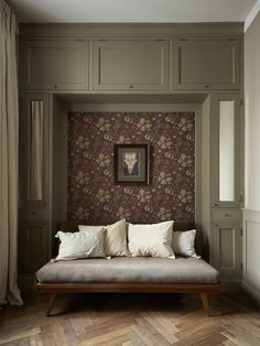 Bedroom apartment modern interior design Ideas for 2019 Cozy Bedroom, Trendy Bedroom, Bedroom Storage, Bedroom Apartment, Modern Bedroom, Bedroom Simple, Bedroom Ideas, Bedroom Closets, Cottage Bedrooms