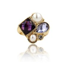 """Savanna from Clo Clo London  Sparkling cocktail ring with faux pearls and fine-cut rhinestones Medium weight Band width: 0.3cm (.1"""") Décor diameter: 2cm(.8"""")  Size: Two sizes options"""