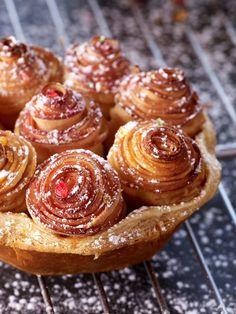 This apple pie is a piece of art! Alain Passard's Tarte Bouquet de roses