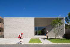 uma casa térrea de concreto para uma família de 5.  conheça este projeto no Japão: http://bit.ly/casaconcreto