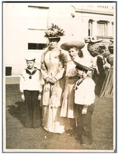 United Kingdom, Queen Mary of Teck with her children #Les_années_1900_à_1940_ #Personnalités