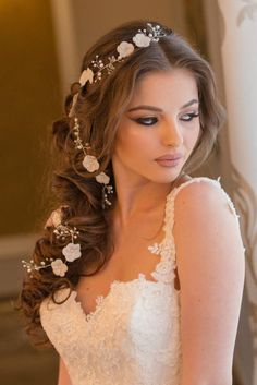 the best wedding hairstyles half updo with veil fonts 2020 10 Long Bridal Hair, Bridal Hair Flowers, Bridal Hair Vine, Headpiece Wedding, Bridal Headpieces, Wedding Veil, Hair Wreaths, Best Wedding Hairstyles, Hair Beads