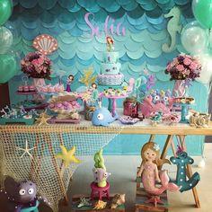 Simplesmente encantada com esta Festa Sereia! Decoração Lolie Jolie Festas. Lindas ideias e muita inspiração! Bjs, Fabiola Teles. Mais ideias linda...