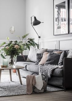 Cozy Living Room Boho - Så höjer du mysfaktorn i ett minimalistiskt hem 8 knep. Cozy Living Rooms, Living Room Kitchen, Apartment Living, Living Room Furniture, Living Room Decor, Cozy Apartment, Living Area, Modern Minimalist Living Room, Minimalist Home