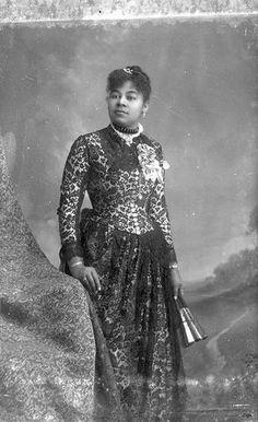 Victorian Era Dresses, Victorian Lace, Victorian Women, Vintage Dresses, Edwardian Era, Wedding Corset, Fancy Hats, African American Women, African Americans