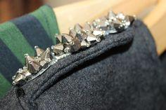 Detalles de pedrería en una chaqueta de Uma