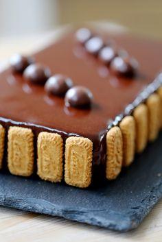 On dine chez Nanou | Gâteau de Pâques chocolat/speculoos | Pour les fêtes de Pâques je vous propose ce délicieux gâteau chocolat/speculoos . Il se comp...