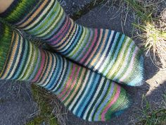 Yarn Therapy: The socks The track heads it behind Mittens, Projects To Try, Socks, Beanies, Gloves, Therapy, Track, Slippers, Fingerless Mitts