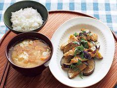 SHIORIさんの新連載【SHIORIの15分でおいしい『まんぷく食堂』】初回は、今が旬のみずみずしいなすにささみを合わせて、しょうがを効かせたみそだれでごはんがすすむおかずを紹介します。 With, Curry, Cooking, Ethnic Recipes, Food, Kitchen, Curries, Essen, Meals