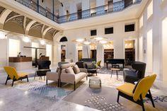 MomentsHotel es realmente un gran hotel Budapest: ocupa unelegante edificio delXIX, proyectado por el arquitecto de la época más importante de Hungría.