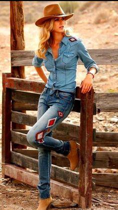Southwest fashion, western girl, country western fashion, western look, cow Cowgirl Mode, Estilo Cowgirl, Sexy Cowgirl, Cowgirl Style, Cowgirl Fashion, Cowgirl Tuff, Cowgirl Hats, Gypsy Cowgirl, Cowboy Boots