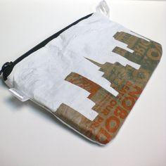 Upcycle plastic. Oftewel; plastic strijken, smelten, en daarvan weer iets nieuws maken.