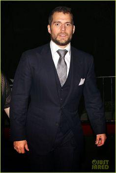 Henry Cavill News: Golden Globes Night: Henry Looks Stunning In Black!