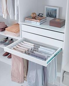 [WARDROBE INSPIRATION] absolutely loving this trouser rack, so practical and requires such minimal effort to maintain.Xo @theocdbychristine 📷: decoracion2#organise #clean #declutter #homeorganiser #home #organize #organization #organized #organisation #organiser #organised #storage #storagesolutions#closet #closetgoals #closetorganization #closets #clothes #cupboard #cupboards #trousers #trouser #pants #blogger #blog #bloggerstyle