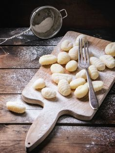 Gnocchi are small, high quality and straightforward to make. In our small cooking college we reveal how one can simply make gnocchi your self. Tortellini, Making Gnocchi, Dessert Recipes, Dinner Recipes, Pasta Recipes, Recipe Pasta, Brunch, Kefir, Family Meals