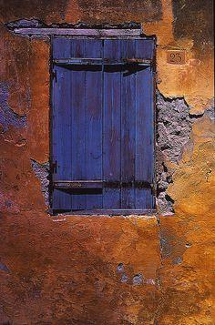 Rustic purple and orange. Photography by Dalton54 via flickr