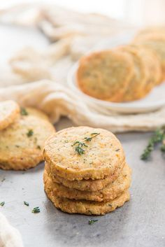 Thyme and Cheddar Cheese Cookies - These slice and bake savory cookies are easy to make and delicious! Perfect as appetizers or as snacks. Savoury Biscuits, Cheese Biscuits, Cheese Cookies, Easy Smoothie Recipes, Easy Smoothies, Good Healthy Recipes, Nutella, Low Cal, Coconut Recipes