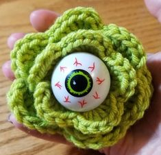 Free crochet pattern for Eyeball Rose, a perfect accessory, decoration, or embellishment for your Halloween crafts or party decor. Halloween Crochet Patterns, Easy Crochet Patterns, Amigurumi Patterns, Crochet Ideas, Easy Patterns, Afghan Patterns, Fall Craft Fairs, Fall Crafts, Halloween Crafts