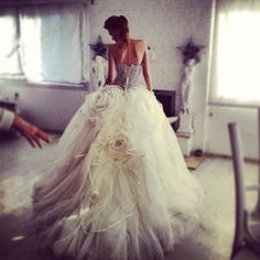 Dreamy don't like the tulle roses but like the style