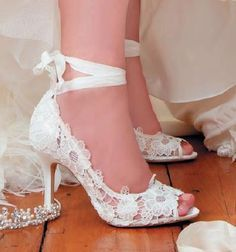 Lace Vintage Wedding Shoes - My wedding ideas Mode Vintage, Vintage Shoes, Vintage Lace, Vintage Style, Vintage Bridal, Vintage Ideas, Vintage Fashion, Shoe Boots, Shoes Heels