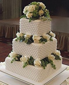 42 Square Wedding Cakes That Wow! 42 Square Cakes That Wow! - 42 Square Wedding Cakes That Wow! 42 Square Cakes That Wow! This image - Square Wedding Cakes, White Wedding Cakes, Elegant Wedding Cakes, Wedding Cakes With Flowers, Cake Wedding, Trendy Wedding, Square Cakes, Wedding Vows, Royal Wedding Cakes