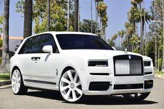 Rolls Royce Cullinan on Forgiato Wheels Old Rolls Royce, Rolls Royce Logo, Rolls Royce Cars, Voiture Rolls Royce, Rolls Royce Limousine, Top Luxury Cars, Luxury Suv, Super Sport Cars, Super Cars
