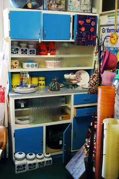 vintage 1950s/60s kitchen cabinet