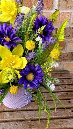 Summer Flower Arrangements, Sunflower Arrangements, Beautiful Flower Arrangements, Summer Flowers, Floral Arrangements, Beautiful Flowers, Daffodil Flower, Flower Pots, Flower Bar