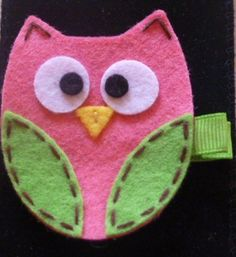 felt owl hair clip-need to make for Amelia. Felt Crafts, Diy And Crafts, Crafts For Kids, Arts And Crafts, Felt Hair Accessories, Owl Embroidery, Owl Bags, Owl Quilts, Felt Hair Clips